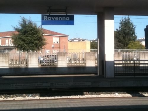 ravenna stazione treni foto